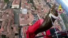 Actos religiosos prohibidos: realizan una procesión en helicóptero