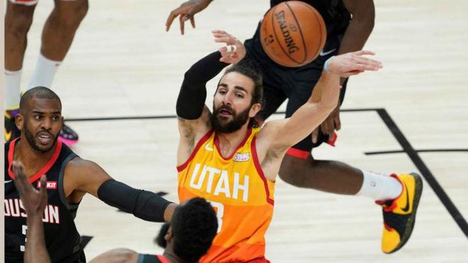 Rockets y Bucks a un juego de semifinales