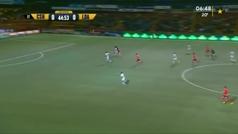 El terrible rodillazo volador del suplente de Keylor en Costa Rica a la cabeza del delantero rival