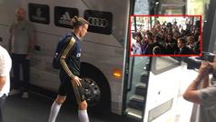 Abucheos a Bale en Montreal por no acercase a firmar autógrafos