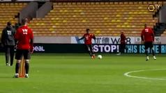 Raúl Jiménez afina la puntería en el entreno de cara al juego ante el Manchester United
