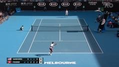 La brillante volea de Federer para salvar una situación límite ante Sandgren