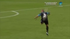 Para empezar el lunes: el pase imposible de Roberto Carlos que arrasa en las redes