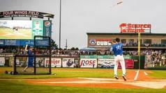 En la MLB alucinan: Consigue un home run y lanza el bate fuera del campo