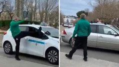 Un taxista y un hincha del Racing se rompen los coches mutuamente fuera del Sardinero