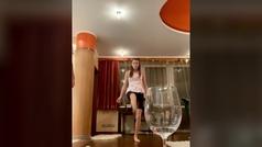 El reto imposible de un futbolista ucraniano: lo intenta su novia y pasa esto