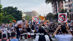 Valencia se echa a la calle para protestar contra Peter Lim