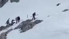 La Guardia Civil rescata en helicóptero a un participante del Sotres Ski Tour