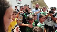 Fekir levanta pasiones a su llegada a Sevilla para firmar por el Betis