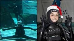 Ona Carbonell felicita la Navidad rodeada de tiburones
