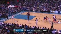¿Quién puede parar a Curry?; Anota tras superar a tres defensas