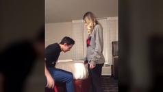 Wickens sorprende a su novia
