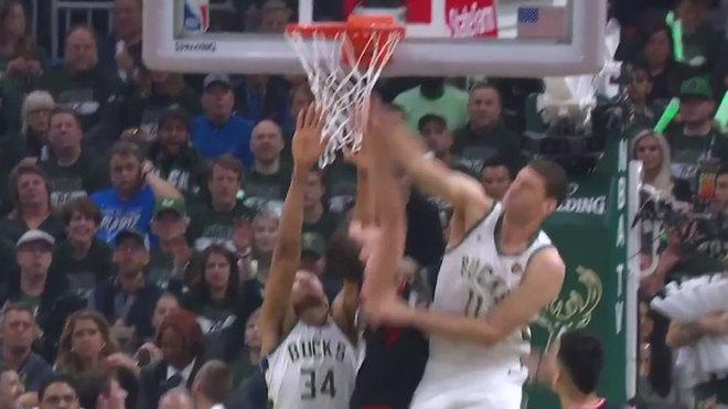 Bucks arrolla a Raptors y se lleva el segundo de la serie