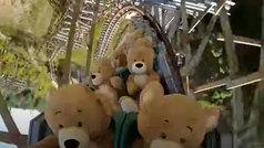 Un parque de atracciones prepara su reapertura... ¡con osos de peluche en la montaña rusa!