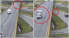 Un camión arrolla a un ciclista en Chía (Colombia) y lo arroja de un puente