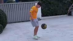 La perla de la Roma domina el baloncesto con el pie y machaca