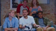 Eden Hazard se emociona jugando a la videoconsola con amigos