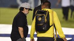 Diego Armando Maradona sale en silencio y su futuro está en el aire