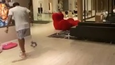 El increíble taconazo de Dani Alves en su gran salón que te puede acercar a la felicidad
