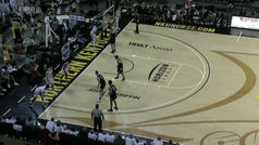 ¿Baloncesto o fútbol americano? Lo nunca visto en un cancha de la NCAA