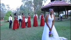 El 'lanzamiento' de ramo de novia más emotivo e inesperado: ¡siempre hay que mirar a tu espalda!