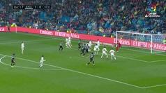 La jugada que no entendió el Bernabéu: Mateu paró una contra letal del Madrid