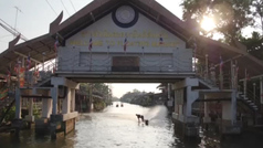 Bangkok se ve mejor desde el agua: ¡alucinante 'esquiada' por sus canales a toda velocidad!