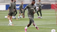 Dembélé, la novedad en el entrenamiento del Atlético