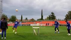 El Atlético prueba el 'fútbol mesa': así se lo pasaron en el Cerro...