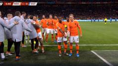 La imagen del año: así fue la celebración en contra del racismo de De Jong y Wijnaldum