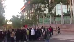 Violencia en Vallecas: la policía carga contra los que protestaban por el confinamiento selectivo