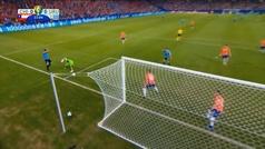Luis Suárez pide mano... ¡del portero chileno!