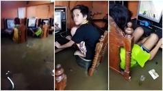 Siguen jugando mientras se inunda el sótano en Filipinas