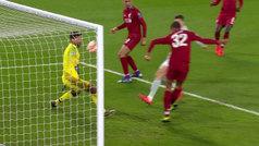 Genial paradón de pecho de Alisson para frustrar a Lewandowski