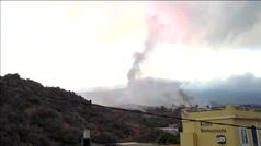 Los drones captan el avance imparable de la lava