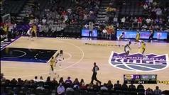 La jugada que resume el desastre de los Lakers: balonazo de Rondo a Westbrook