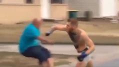 McGregor escapa de un cocodrilo y embiste como un toro en su último vídeo