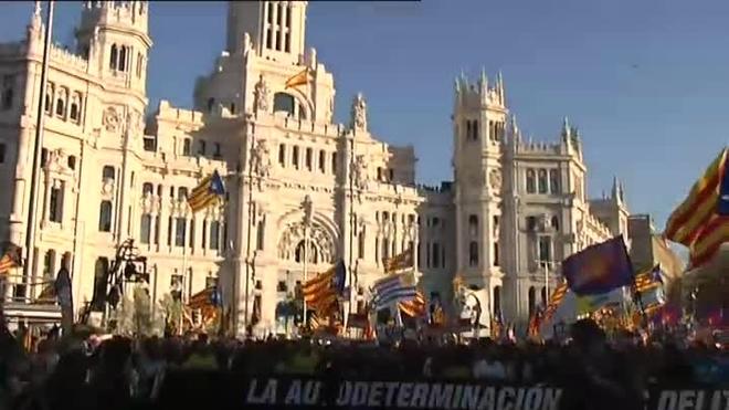 Multitudinaria manifestación en Madrid contra juicio de líderes independentistas catalanes