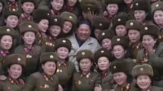Corea del Norte emite un vídeo épico de Kim Jong Un en un campamento militar femenino