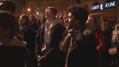 Cánticos frente a la catedra de Notre Dame
