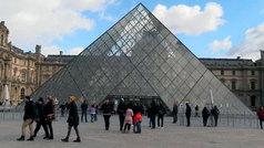 La Pirámide del Louvre cumple 30 años