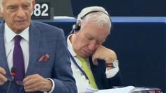 Magallo, 'trending topic' tras quedarse dormido en el plenario del Europarlamento