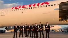 Un piloto de Iberia graba el vuelo a Shanghái con carga de mascarillas para España