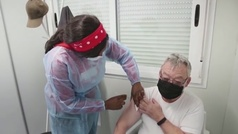 La eficacia de la primera dosis de la vacuna baja del 70% al 30% en la variante delta
