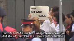 Pedro Sánchez, abucheado en su visita al hospital de Sant Pau