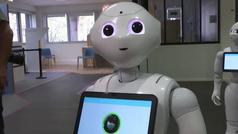 Pepper, el amable robot que recuerda que te pongas las mascarilla