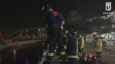 Rescatan a un hombre tras caer desde seis metros al Manzanares