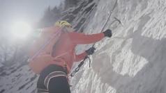 Un alpinista ciego alcanza la cumbre del Everest convirtiéndose en el primer asiático en conseguirlo