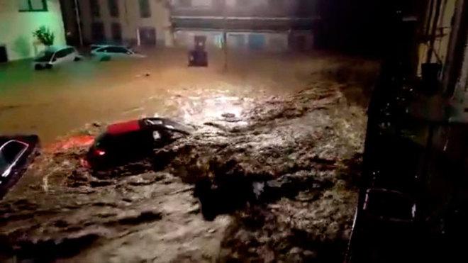 Nadal ayuda a limpiar en la mega inundación de su Mallorca