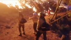 900 efectivos trabajan sin descanso en el devastador fuego de Sierra Bermeja